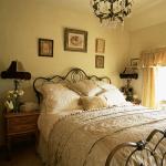 krem yada altın rengi yatak odası