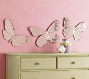 Lila rengin üzerinde kelebek modelli duvar sticker