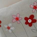 kolay çiçek yapımı yastık kılıfı