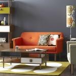 koyu gri duvar turuncu koltuk küçük salon dekorasyon