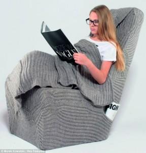 soğuk günlerde kitap okumak için kış sandalyesi